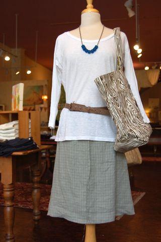 Seam skirt with velvet top