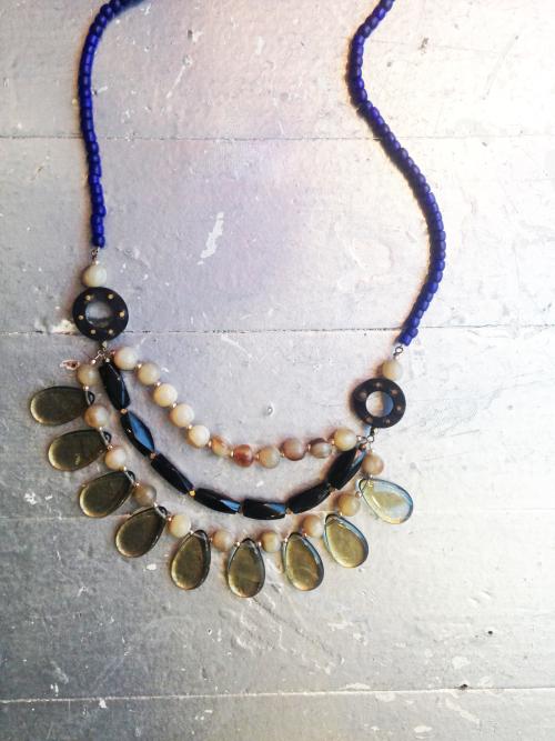 Jewelry_bead_neck